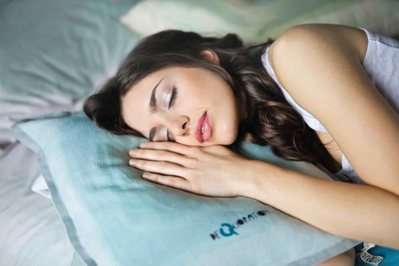 Tu posición para dormir puede afectar a cómo te sientes durante todo el día